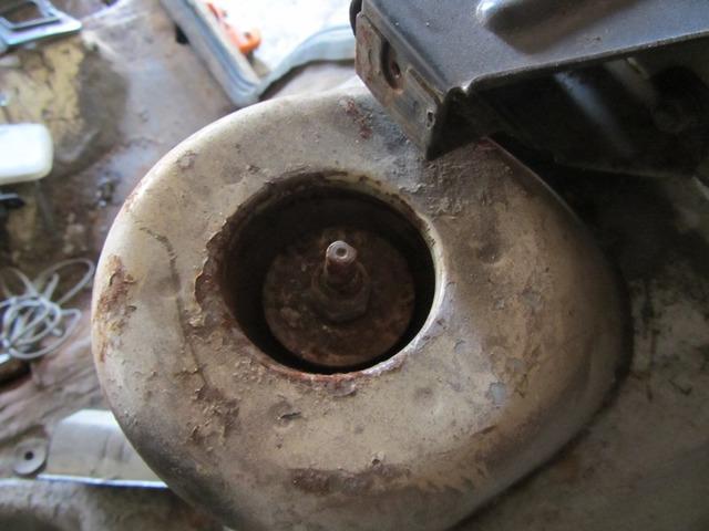 Замена задних амортизационных стоек на ВАЗ-2112: фото и видео