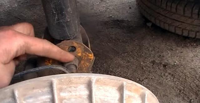 Замена задних амортизационных стоек ВАЗ-2114 своими руками: видео