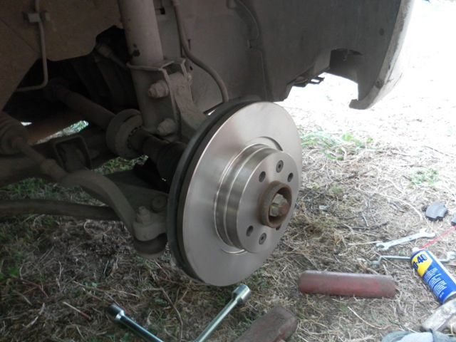 Замена тормозных дисков на Рено Логан: видео и фото