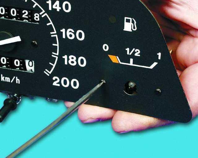 Неправильно показывает уровень топлива в бензобаке на ВАЗ-2112, что делать?