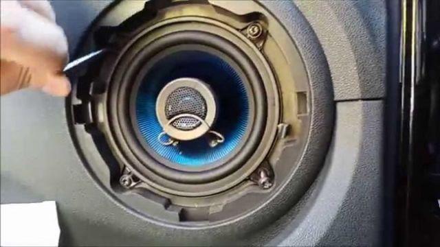 Как снять обшивку задней и передней двери на Рено Логан: видео и фото