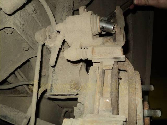 Как поменять задние тормозные колодки на Шевроле Лачетти