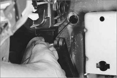 Замена и регулировка тросика газа на Рено Логан: видео и фото