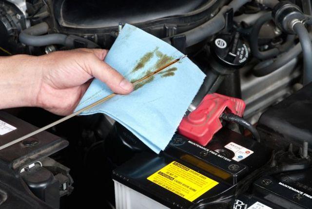 Как правильно проверить уровень масла в двигателе: фото и видео