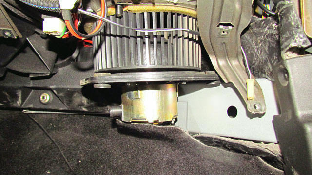 Как снять и заменить моторч печки на Нива Шевроле