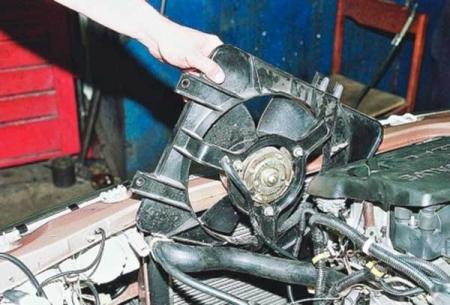Как снять радиатор охлаждения ВАЗ-2110 для замены