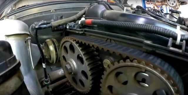 Через сколько менять ремень ГРМ на Лада Приора: видео