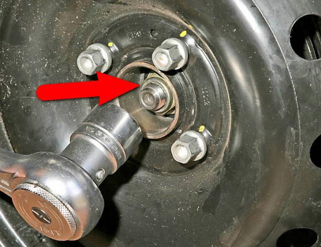 Замена задних тормозных колодок Рено Логан: фото и видео