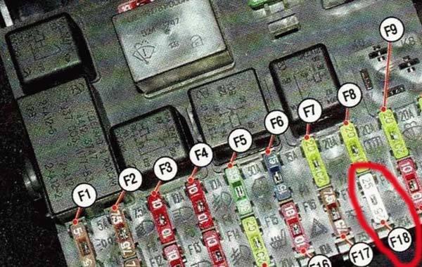 Где находится предохранитель в ВАЗ-2110 на печку: какой отвечает?