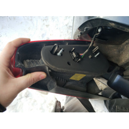 Как заменить лампочку стоп сигнала на Рено Логан: фото и видео