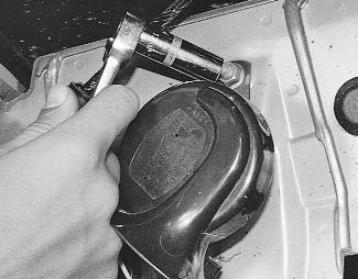 Где находится звуковой сигнал на Рено Логан: фото и видео