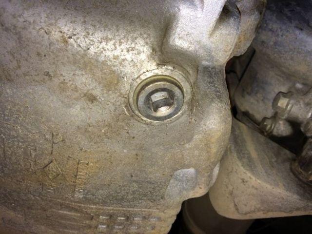 Когда менять масло в двигателе Рено Логан: через сколько км пробега?