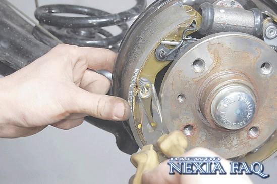 Замена задних тормозных колодок на Дэу Нексия: фото и видео